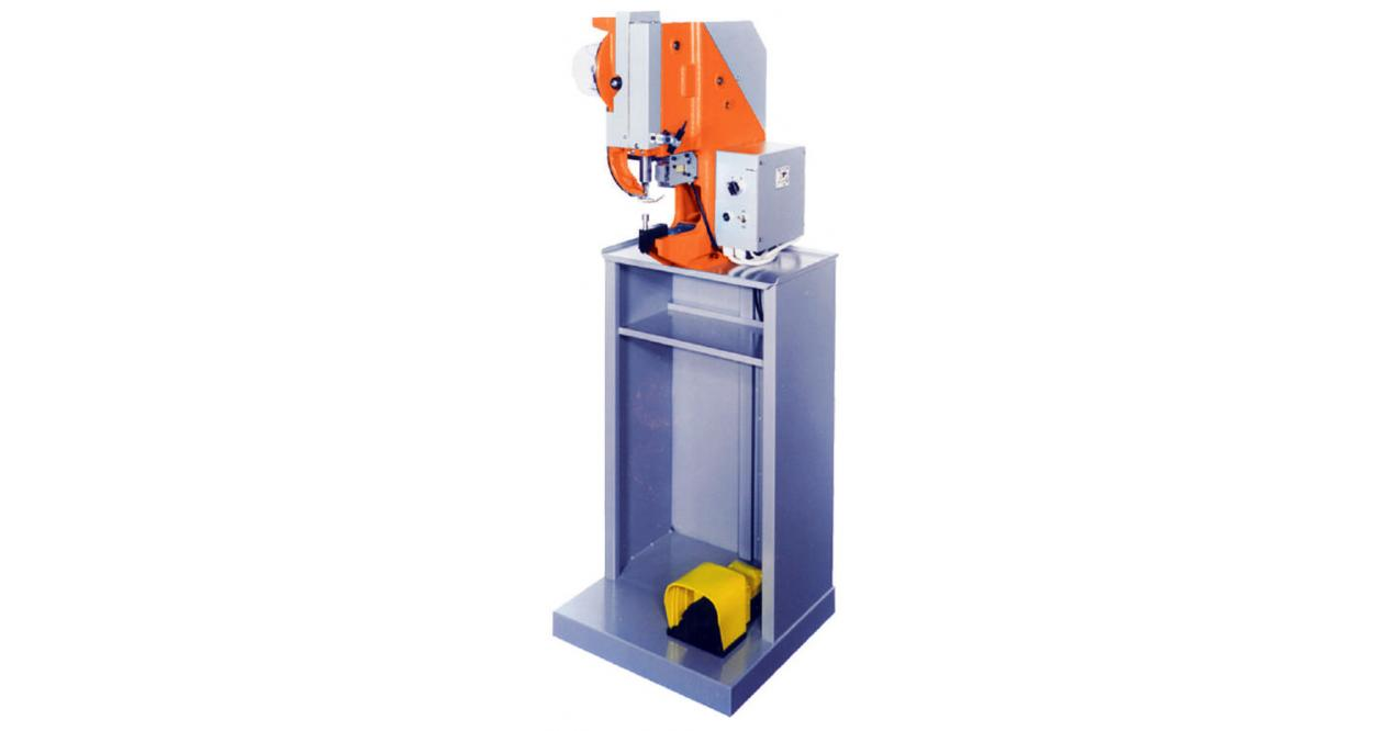 SINGLE HEAD EYELETING/RIVETING MACHINE, ELECTRIC OR PNEUMATIC SI 121/S